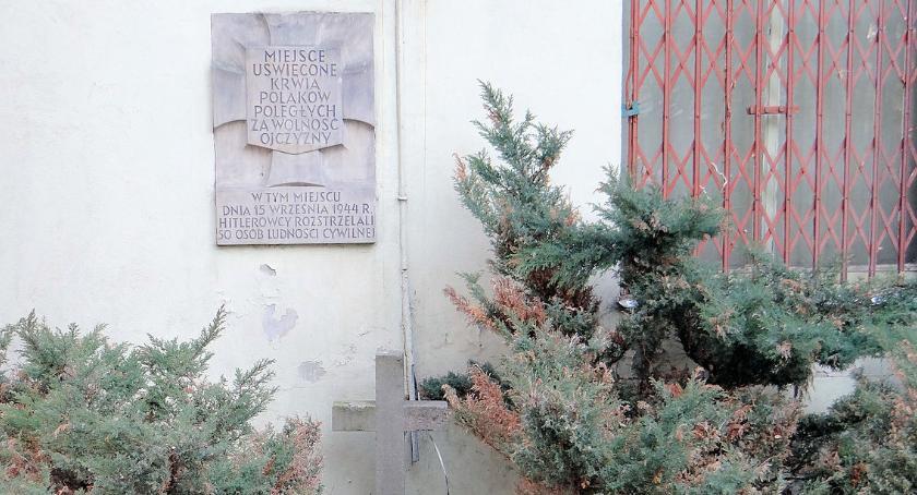 historia, dalej tablicą upamiętniającą zamordowanych Barszczewskiej - zdjęcie, fotografia
