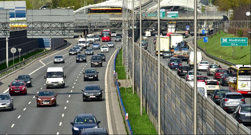 bezpieczeństwo, Dachowanie samochodu wjeździe - zdjęcie, fotografia