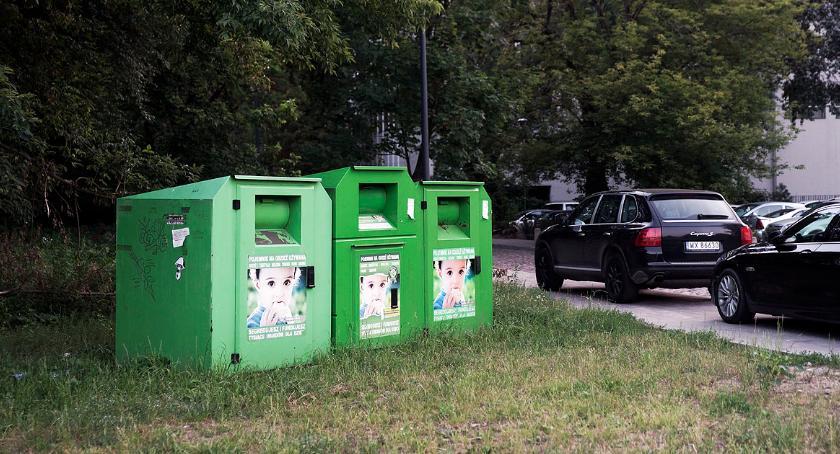 gospodarka odpadami, Pojemniki odzież śmietnik - zdjęcie, fotografia