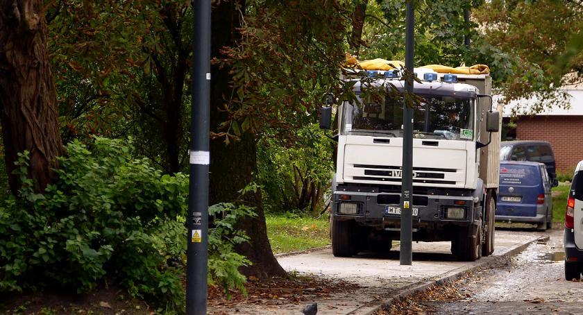 ulice, Chodnik parking wywrotek - zdjęcie, fotografia