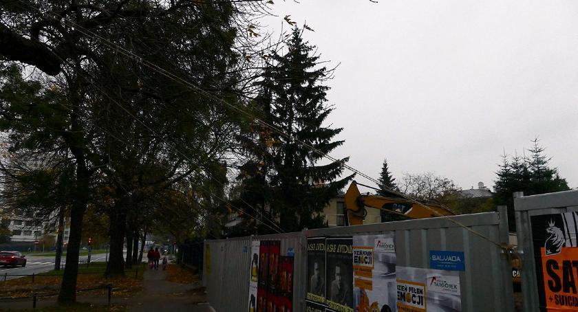 inwestycje , Budowa trzyma sznurku - zdjęcie, fotografia