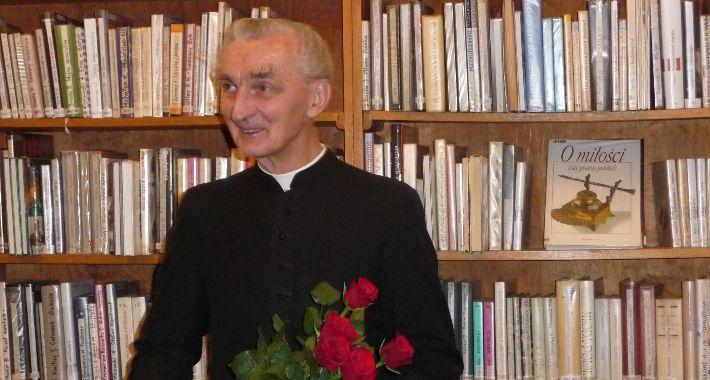 pomniki i ekspozycje, Upamiętnienie księdza Romana Indrzejczyka - zdjęcie, fotografia