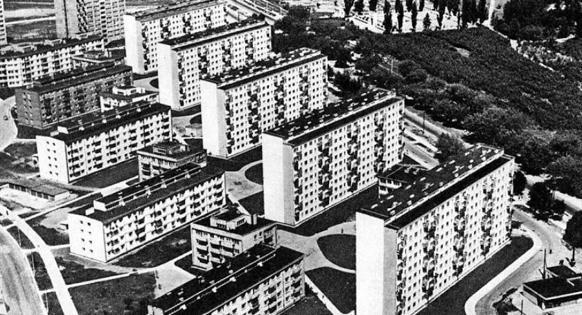 mieszkalnictwo, Lokatorzy mieszkań Warszawa czyli ziemi polskiej włoskiej - zdjęcie, fotografia