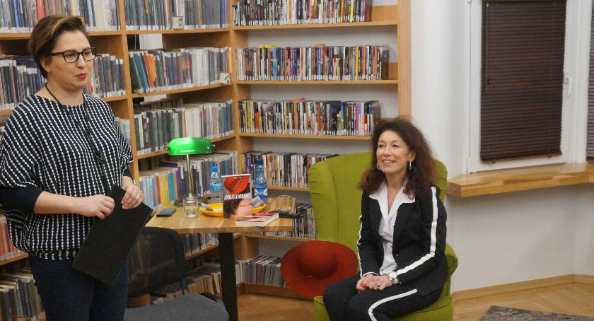 relacje, Relacja spotkania bohaterką książki Ambasadorowa - zdjęcie, fotografia