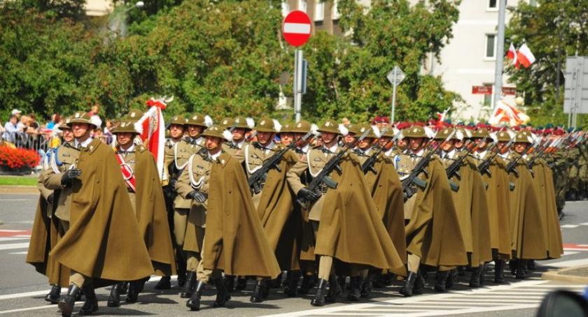 wydarzenia, sierpnia Defilada Niepodległości Uwaga utrudnienia - zdjęcie, fotografia