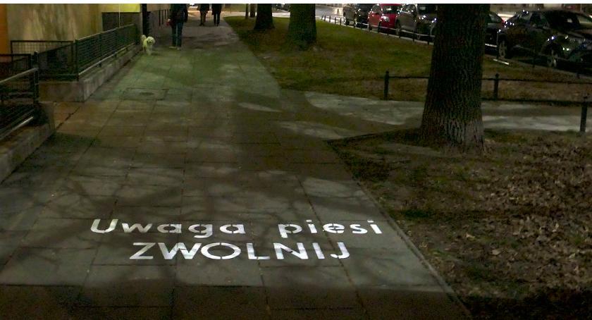 urządzenia publiczne, Kierowco zwolnij! - zdjęcie, fotografia