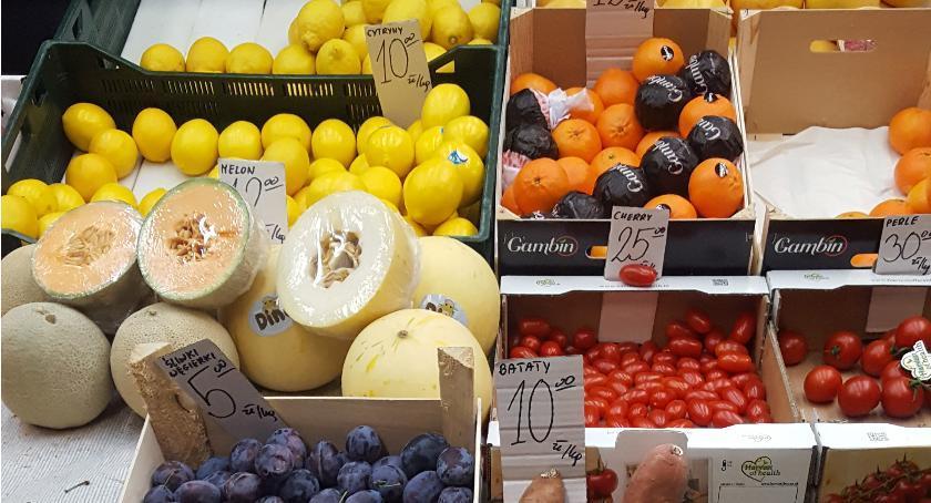 handel i usługi , Sałatka kurczakiem mango selerem - zdjęcie, fotografia