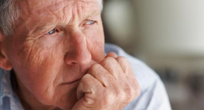 seniorzy, emeryt może zostać rencistą - zdjęcie, fotografia