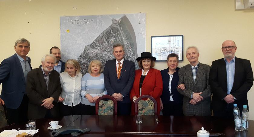 pomniki i ekspozycje, Społeczny Komitet buduje pomnik Wilsona - zdjęcie, fotografia