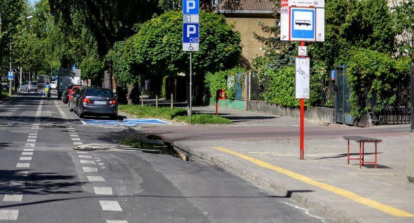 urządzenia publiczne, Powstanie pierwszy chodnik pochłaniające - zdjęcie, fotografia