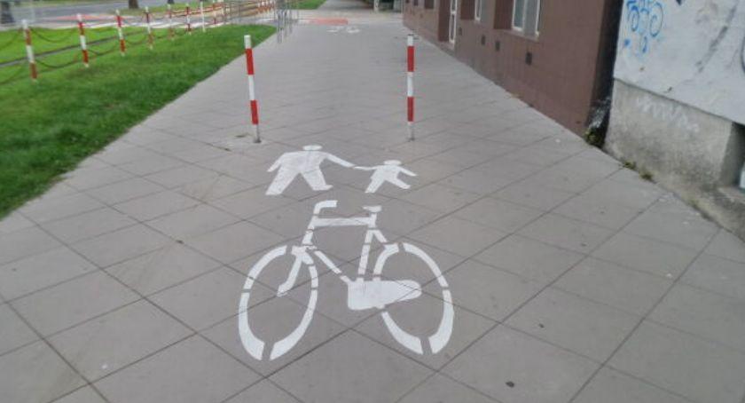 rowery, słupki - zdjęcie, fotografia