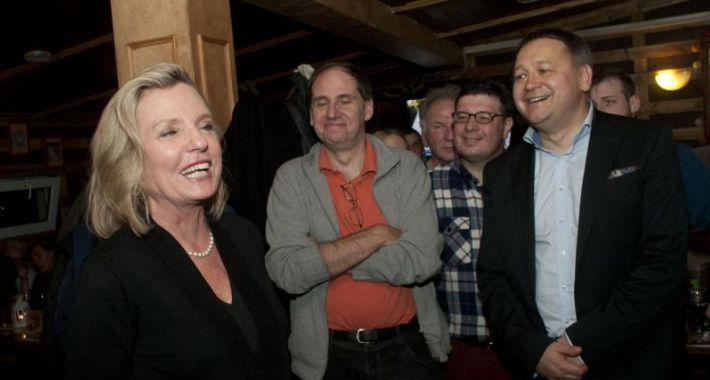 blog, Oglądanie debaty - zdjęcie, fotografia