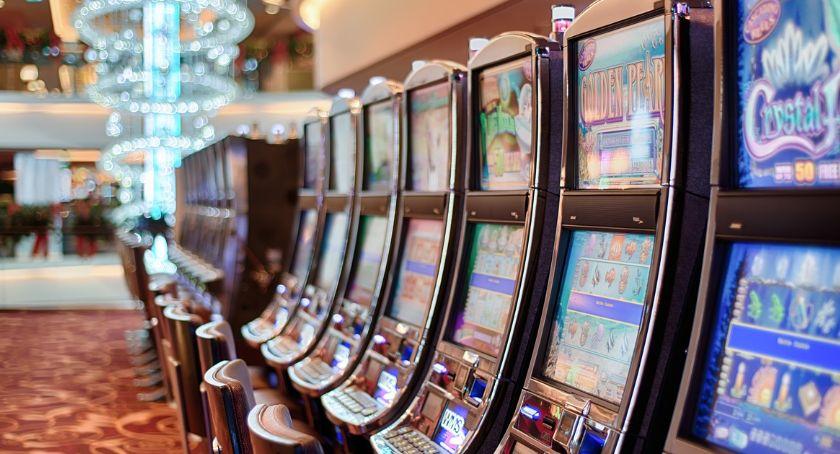 handel i usługi , Jednoręki bandyta wygrać automaty online - zdjęcie, fotografia
