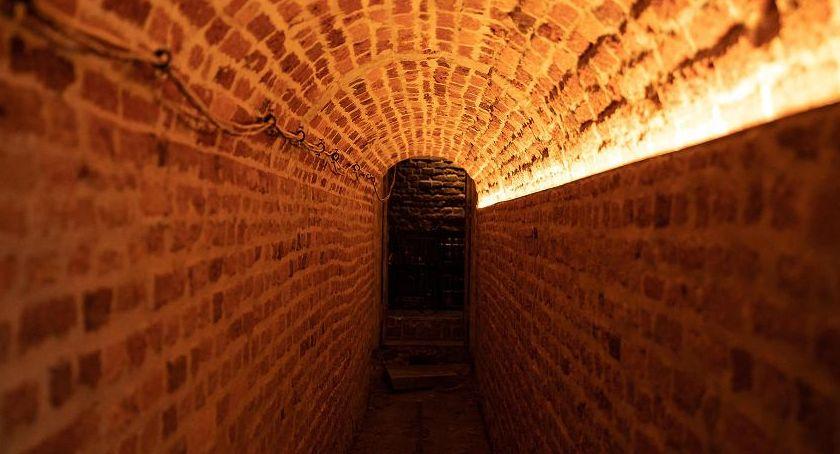 historia, Odkryto tajemniczy tunel - zdjęcie, fotografia