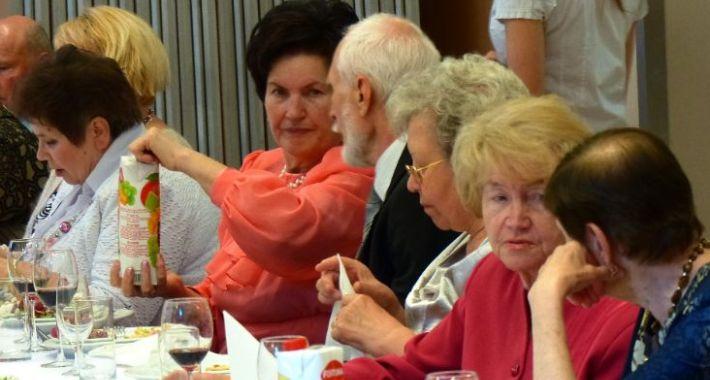 seniorzy, Uniwersytet Trzeciego Wieku Warszawie istnieje - zdjęcie, fotografia