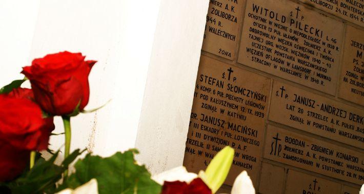 imprezy plenerowe, Uroczyste złożenie wieńców tablicą pamiątkową rotmistrza Witolda Pileckiego - zdjęcie, fotografia