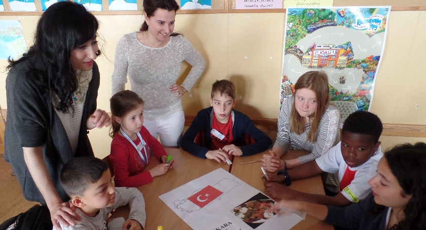 szkolnictwo, Dzieci ramach programu Erasmus wizytą Żoliborzu - zdjęcie, fotografia