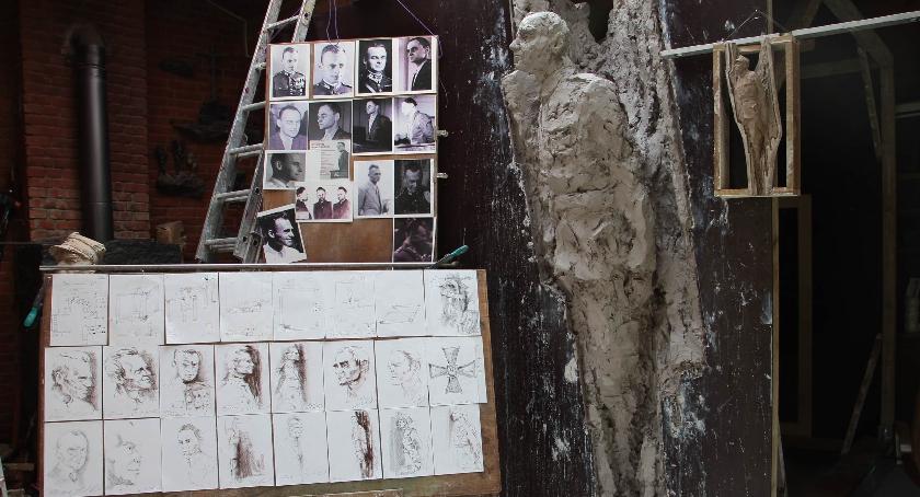 historia, pomnikiem Witolda Pileckiego - zdjęcie, fotografia