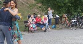 Lekcja tanga argentyńskiego w Parku Żeromskiego - zdjęcia