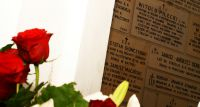 Uroczyste złożenie wieńców pod tablicą pamiątkową rotmistrza Witolda Pileckiego