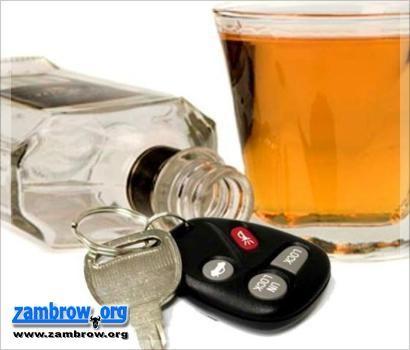 policja, Przyjechał ciągnikiem siodłowym spożyciu alkoholu komendę policji - zdjęcie, fotografia