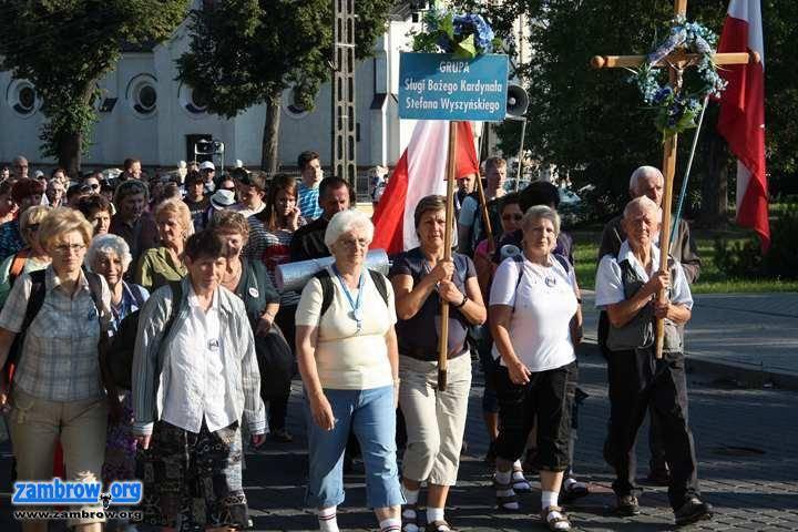 religia, Wczoraj Zambrowa Jasną Górę wyruszyła XXVIII Piesza Pielgrzymka [foto video] - zdjęcie, fotografia