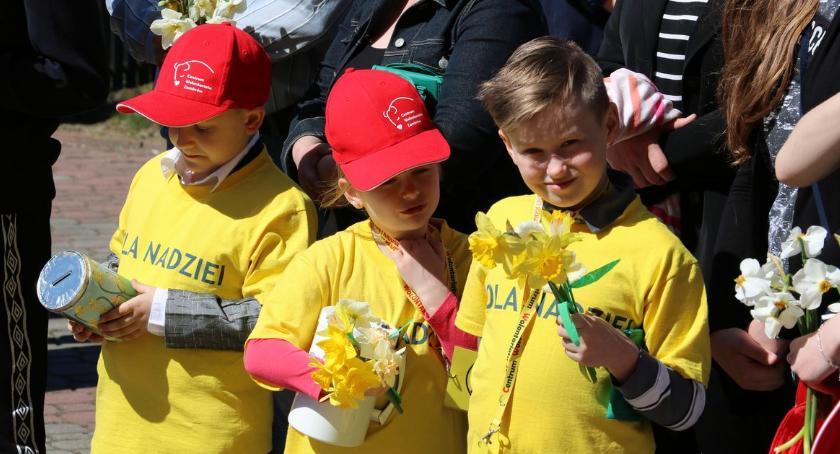 """charytatywne wolontariat, Zambrowscy wolontariusze ponownie włączyli akcję """"Pola Nadziei"""" [foto] - zdjęcie, fotografia"""
