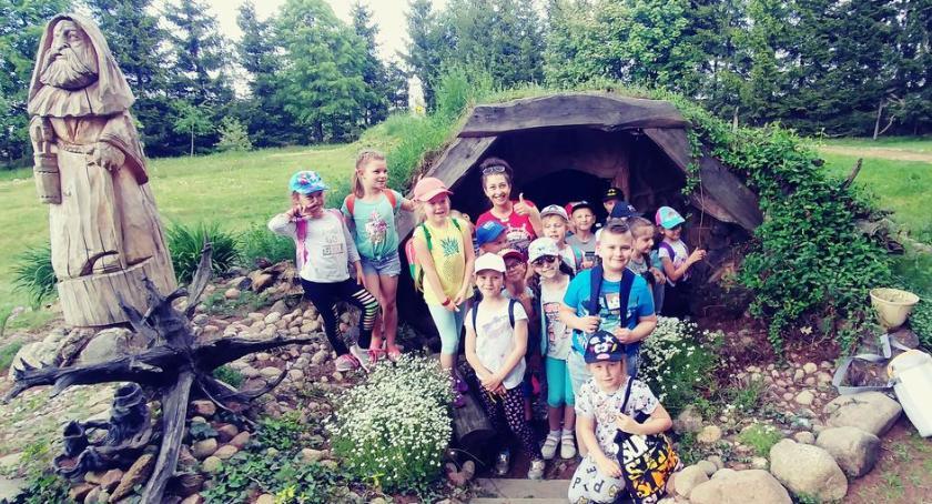 """edukacja, Uczniowie """"Trójki"""" magicznym Ogrodzie Legend Baśni - zdjęcie, fotografia"""