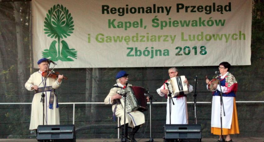 muzyka koncerty, Zambrowskie akcenty Regionalnym Przeglądzie Kapel Śpiewaków Gawędziarzy Ludowych Zbójnej - zdjęcie, fotografia