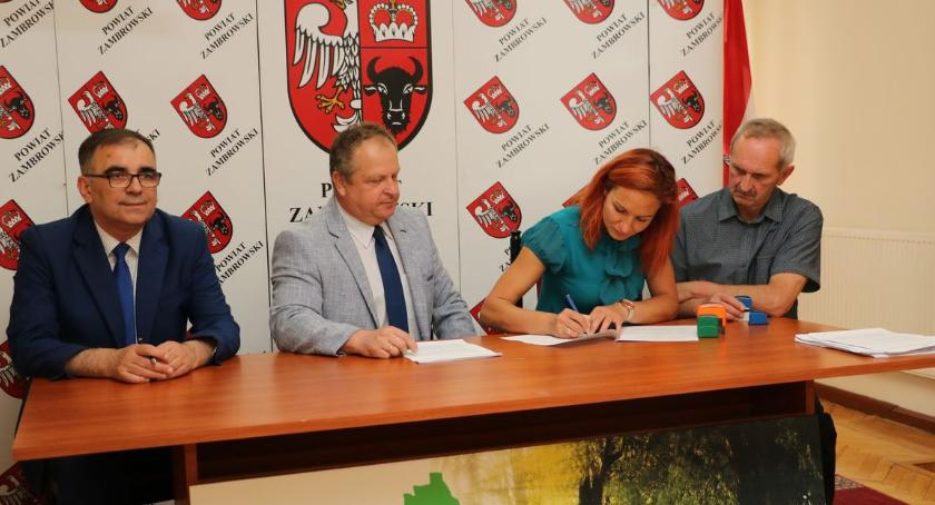 organizacje pozarządowe, Umowy organizację imprez sportowych kulturalnych podpisane [foto] - zdjęcie, fotografia