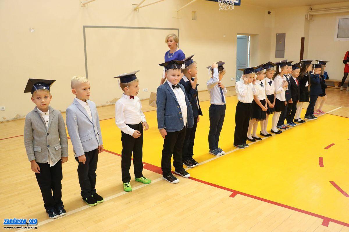 """edukacja, Pasowanie pierwszoklasistów """"Piątce"""" [foto] - zdjęcie, fotografia"""