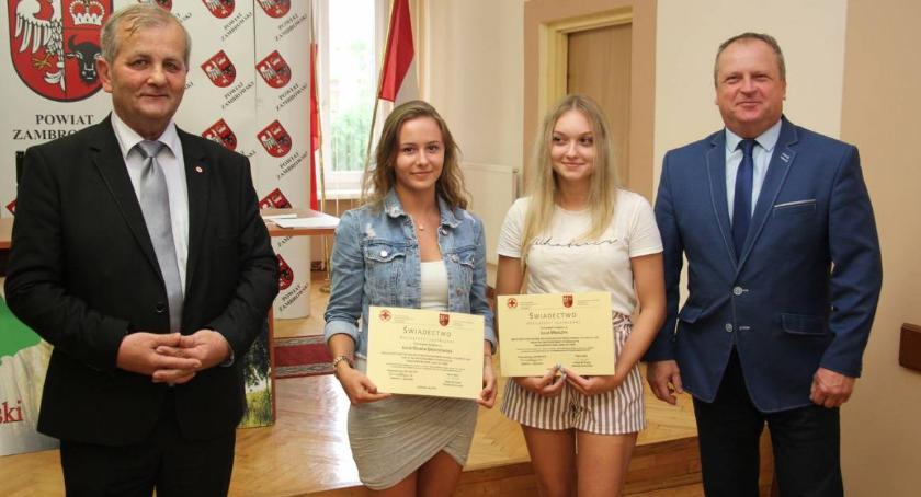 charytatywne wolontariat, Świadectwa dojrzałości społecznej trafiły młodych krwiodawców Zambrowa [foto] - zdjęcie, fotografia