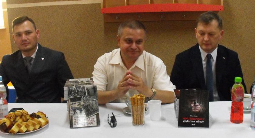 książki publikacje, Rozmawiali żołnierzach niezłomnych Rutkach Kossakach - zdjęcie, fotografia