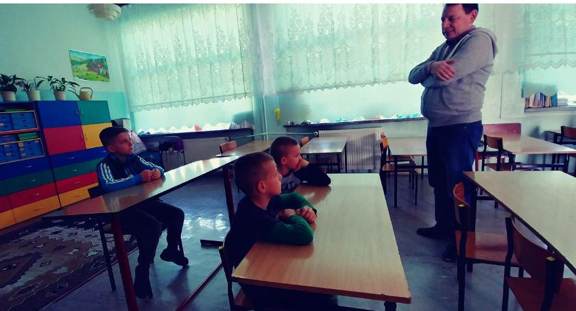 """edukacja, Uczniowie """"Trójki"""" włączyli rocznicę odzyskania niepodległości przez Polskę - zdjęcie, fotografia"""