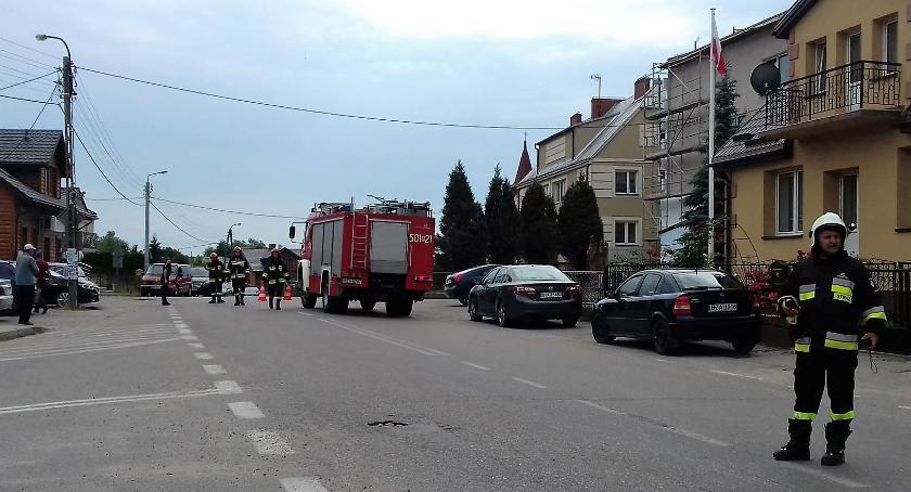 policja, Ewakuacja urzędu Kołakach Kościelnych Podczas remontu odnaleziono granat - zdjęcie, fotografia