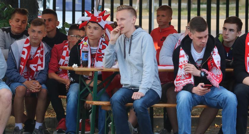 piłka nożna futsal, Zambrowianie kibicowali Polakom [foto] - zdjęcie, fotografia