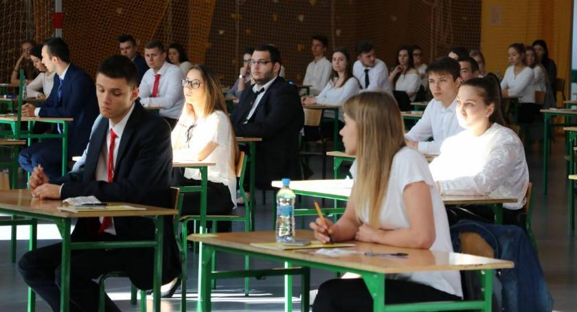 edukacja, Znamy wyniki matur zambrowskich szkołach - zdjęcie, fotografia
