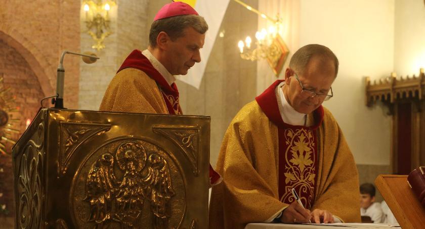 religia, Zambrowianie powitali nowego proboszcza parafii Trójcy Przenajświętszej [foto] - zdjęcie, fotografia