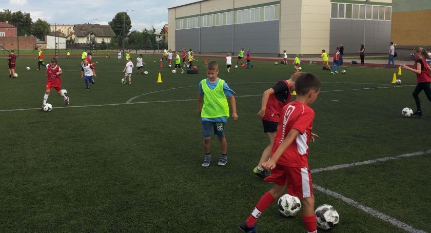 piłka nożna futsal, Ruszyły wakacyjne zajęcia piłki nożnej [foto] - zdjęcie, fotografia