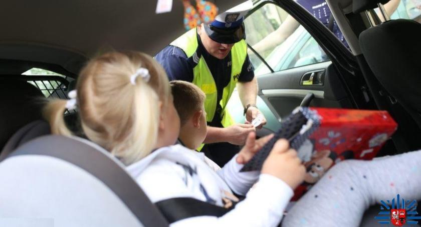 policja, Bezpieczna droga szkoły/domu - zdjęcie, fotografia