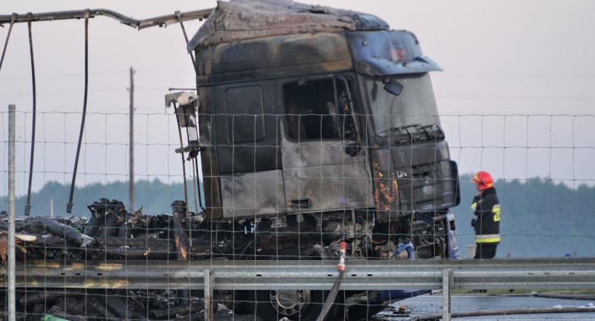 """wypadki drogowe , Ciężarówka spłonęła """"ósemce"""" Droga zablokowana [foto] - zdjęcie, fotografia"""