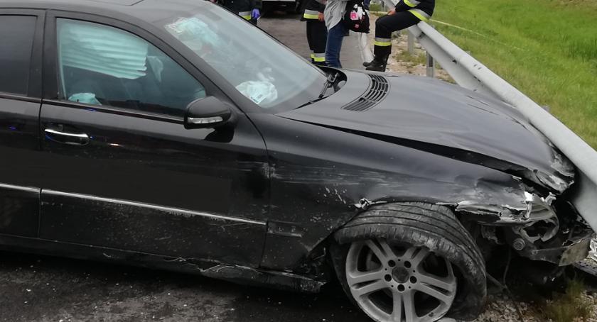 """wypadki drogowe , Mercedes wjechał barierkę krajowej """"ósemce"""" [foto] - zdjęcie, fotografia"""