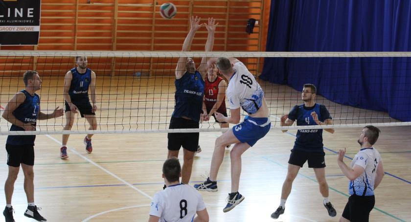 siatkówka piłka ręczna, Drużyna Białegostoku zwyciężyła Turnieju Siatkówki Puchar Starosty [foto] - zdjęcie, fotografia