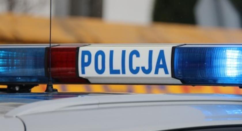 policja, Policjanci eskortowali tatę rocznego dziecka pędzącego Zambrowa białostockiego szpitala - zdjęcie, fotografia