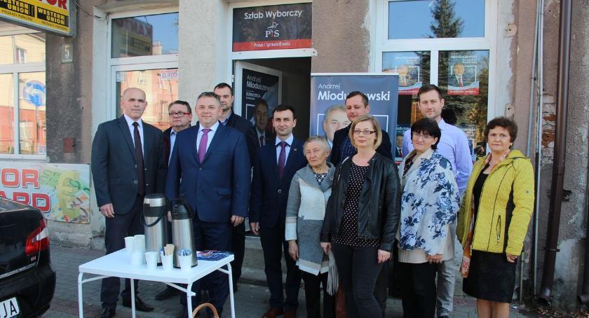 materiał wyborczy, Andrzej Mioduszewski kandydat burmistrza Zambrowa otworzył swoje biuro wyborcze [foto] - zdjęcie, fotografia
