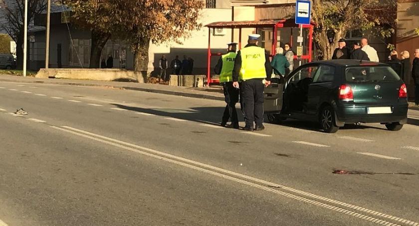 wypadki drogowe , Potrącenie przejściu pieszych Mężczyzna przewieziony szpitala [foto] AKTUALIZACJA - zdjęcie, fotografia