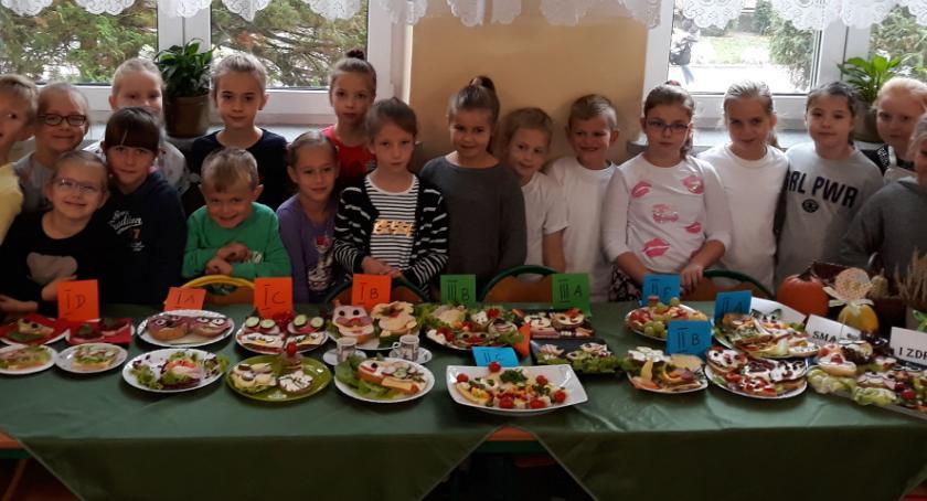 """zdrowie i uroda, """"Czwórce"""" dzieci jedzą zdrowo kolorowo! - zdjęcie, fotografia"""