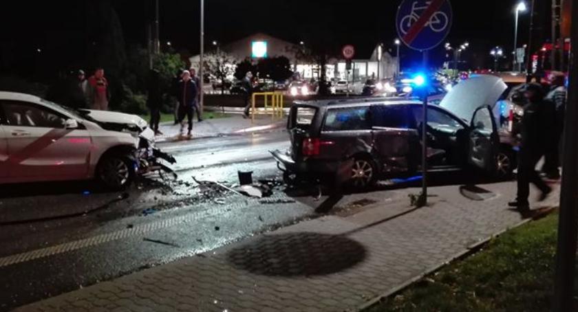 wypadki drogowe , zderzyły skrzyżowaniu [foto] - zdjęcie, fotografia