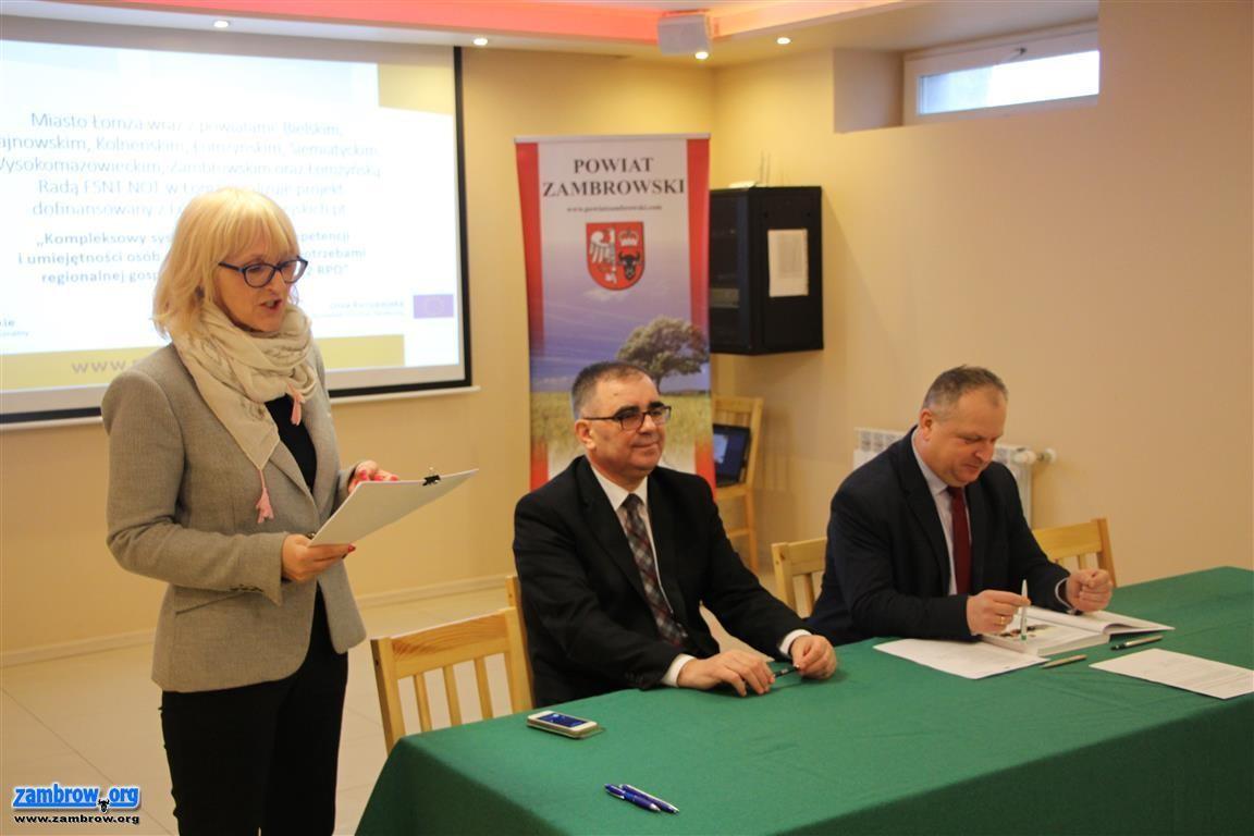 samorząd, Podpisano pierwsze umowy edukacyjne [foto] - zdjęcie, fotografia