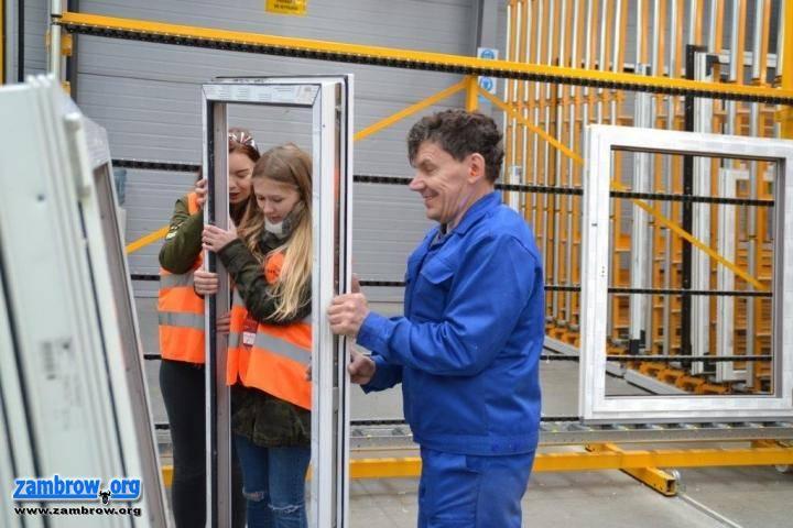 edukacja, Uczniowie poznawali tajniki produkcji okien - zdjęcie, fotografia